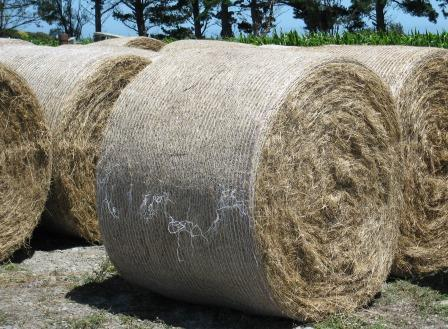 La Mouette Net Wrap 2 In Use On Bales